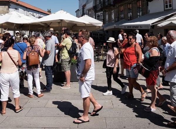 A Asociación Hostelería Compostela propón medidas para o sector fronte ao COVID-19