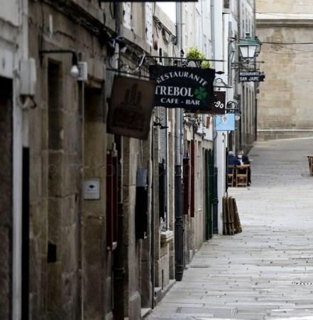Santiago se sitúa en el nivel tres de restricciones, que permite abrir el interior de los bares y abrir centros deportivos