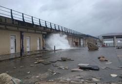 El temporal causa desperfectos en lo dique del puerto de Cala Rajada