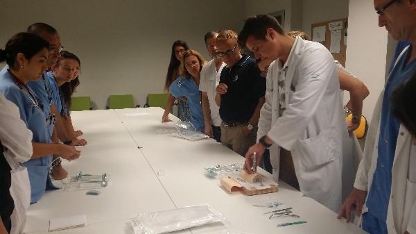 Profesionales de Son Espases reciben formación para aplicar una técnica de último recurso que puede salvar la vida de un paciente en estado crítico