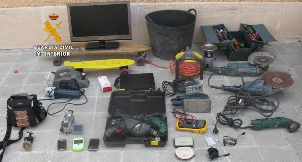 La Guardia Civil detiene a dos individuos, autores de robos y hurtos en casas habitadas de la zona de Sa Rapita