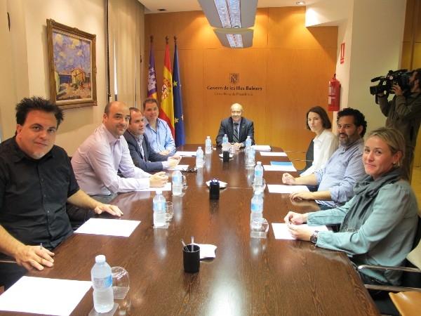 El vicepresidente Antonio Gómez ha mantenido una reunión con representantes del sector audiovisual de las Illes Balears