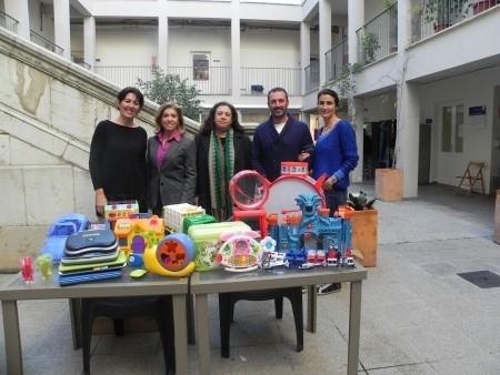 El Ayuntamiento de Ses Salines entrega una cincuentena de juguetes al Consell de Mallorca para los menores de los centros del IMAS