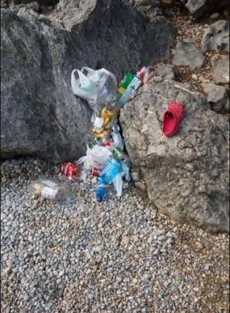 Retirada de los residuos acumulados en la olla del torrente de Pareis