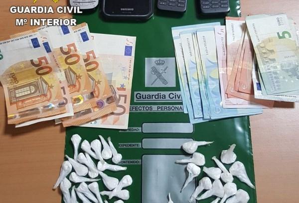 LA GUARDIA CIVIL HA DETENIDO A  DOS HOMBRES COMO PRESUNTOS AUTORES DE UN DELITO DE TRáFICO DE DROGAS EN LA LOCALIDAD DE INCA