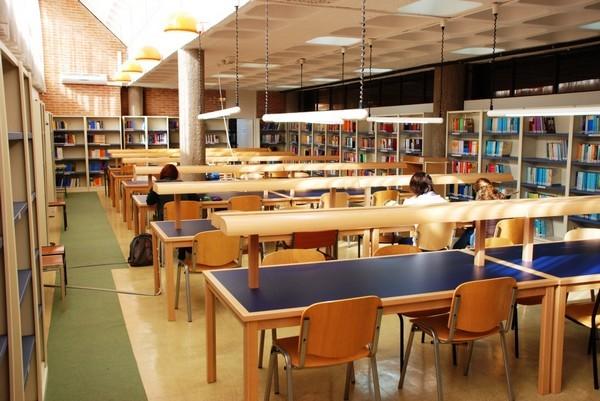 Guadalajara la biblioteca de la uned ampl a su horario for Biblioteca uned