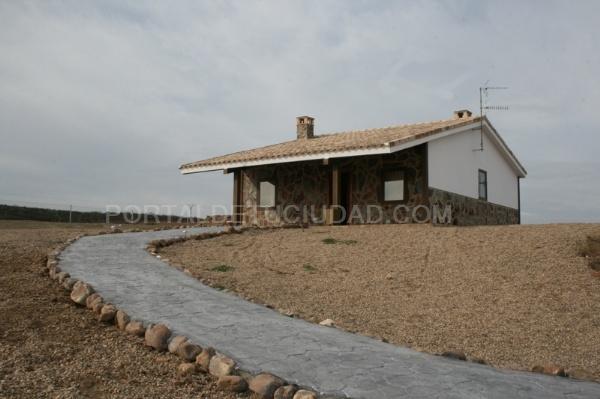 Galeria de fotos fotografia 2 3 viviendas r sticas de - Vivienda modular hormigon ...