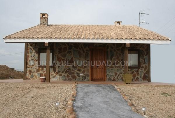 Galeria de fotos fotografia 2 4 viviendas r sticas de - Vivienda modular hormigon ...