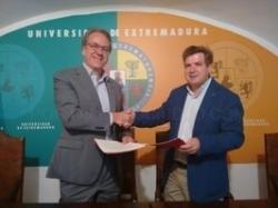 La UEx y la Fundación Bancaria Caja de Extremadura crean los Premios de Excelencia Educativa en el Colegio Mayor Universitario San José