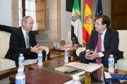 Fernández Vara estudia con el presidente del Puerto de Sines las posibilidades que ofrece para Extremadura