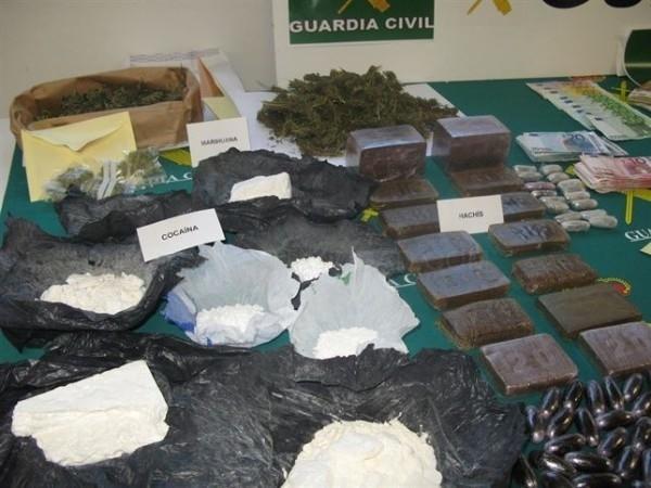 Desarticulada una red de tráfico de sustancias estupefacientes y armas en Cáceres y Madrid