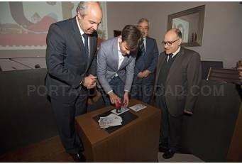 CORREOS presenta en la Diputación un sello dedicado a la provincia de Cáceres