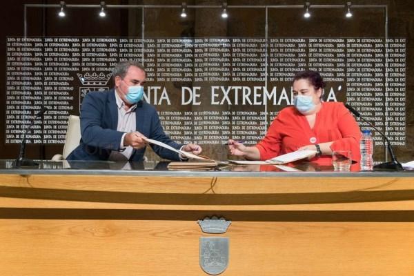 Agricultura y Cooperativas Agro-Alimentarias de Extremadura firman un convenio para analizar el sector con vistas a desarrollar la estrategia autonómi