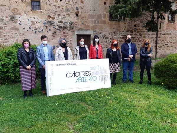 Nuria Flores afirma que la bienal de Arte Contemporáneo Cáceres Abierto se ha convertido en una referencia del sector de la creación