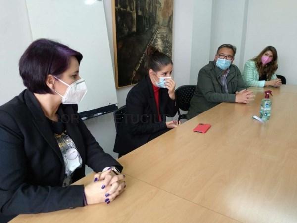 La consejera de Igualdad anuncia la contratación de nuevo personal para la Oficina de Igualdad de Almendralejo