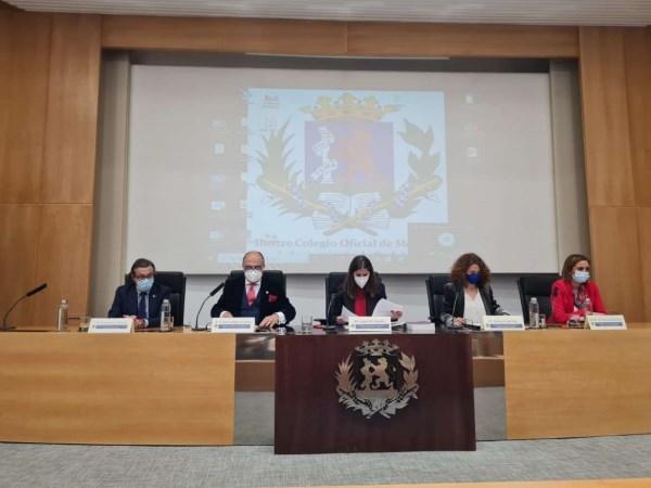 La consejera de Igualdad clausura las Jornadas 'La salud mental y bienestar de la mujer médico'