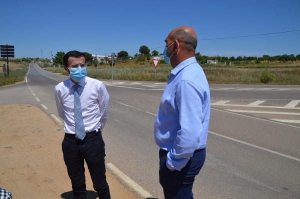 El presidente visita la renovada carretera provincial BA-058 entre Don Álvaro y Mérida