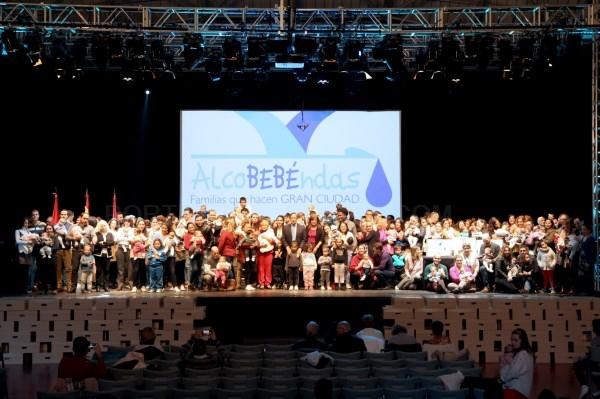 Más de 800 familias han recibido ya la canastilla del programa municipal 'Alcobebéndas'