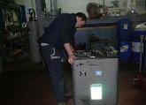 Equipo profesional, herramientas especiales, mecanico en accion