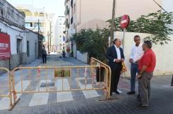 Algeciras: Landaluce visita la calle Sáenz de Laguna donde están a punto de concluir las obras