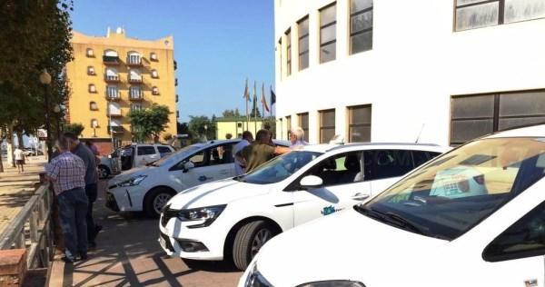 LA LíNEA:  MOVILIDAD URBANA LLEVA A CABO UNA INSPECCIóN DE TAXIS PARA RENOVAR LA AUTORIZACIóN MUNICIPAL