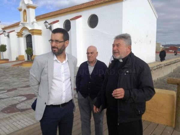 La Línea:  El alcalde visita las instalaciones de la Iglesia de Nuestra Señora del Carmen