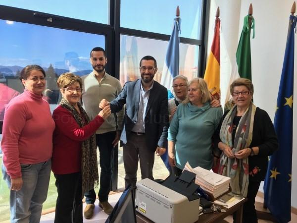 """La Línea:  Firmado el convenio para la cesión de uso de las instalaciones del Centro Social de El Junquillo """"la Cátedra"""""""
