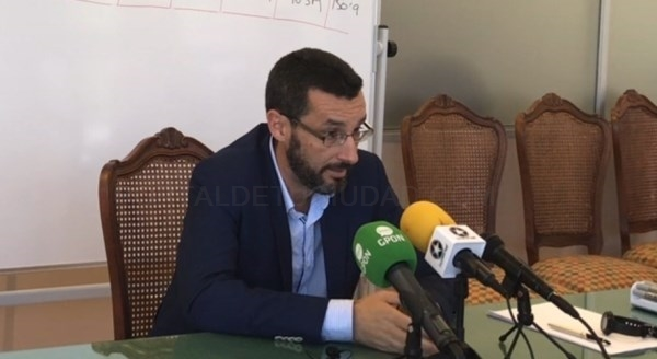 LA LíNEA:  EL ALCALDE ESPERA DEL GOBIERNO DE SáNCHEZ LA FLEXIBILIZACIóN DEL PLAN DE AJUSTE ECONóMICO PARA AFRONTAR NECESIDADES DEL MUNICIPIO