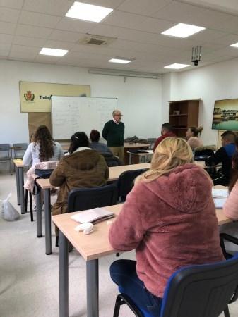 """Algeciras: De Salas da la bienvenida a los alumnos de la Escuela Taller """"Algeciras Administra"""""""