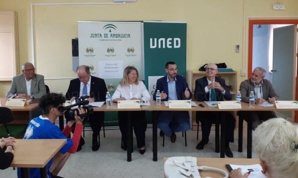 LA LíNEA:  EL ALCALDE ABORDARá MAñANA CON EDUCACIóN EL ESTADO DE MANTENIMIENTO DE LOS COLEGIOS Y LOS CONVENIOS DE COLABORACIóN CON LA UNED