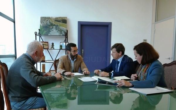 La Línea:  El alcalde conoce un programa de empelo juvenil de La Caixa que incentiva económicamente la contratación de jóvenes sin ocupación