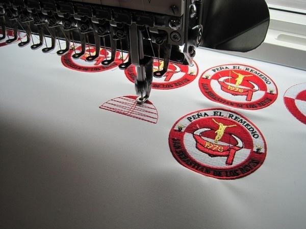 Servicios abbordados bordados en san sebasti n de los for Bordados personalizados madrid