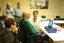 Afectados de ELA y de parkinson acuden en Elche al taller de comunicación alternativa organizado por ADELA CV en Elche