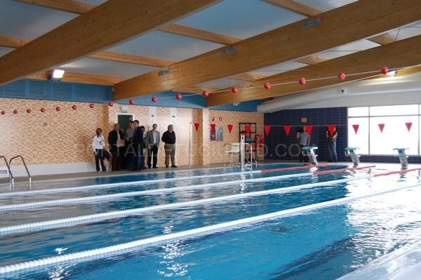 L olleria ya disfruta de una piscina municipal cubierta for Piscina municipal avila