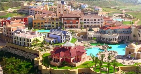 BUENA PROPUESTA DE VACACIONES: El encanto de un pueblo marinero y el lujo de un cinco estrellas