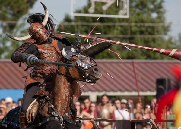 Las fiestas y recreaciones históricas vuelven lentamente a ocupar su lugar de honor