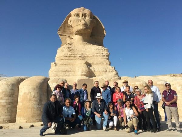 Un grupo de viajeros vascos ha sido recibido por Zahi Hawass, el principal arqueólogo egipcio