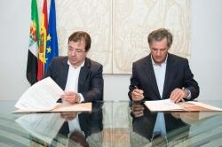 """Fernández Vara ha destacado que """"hay un antes y un después de los incendios en Sierra de Gata en 2015""""."""