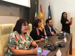 El 112 Extremadura ejecuta un proyecto para que las personas con discapacidad auditiva contacten telefónicamente en tiempo real con un videointérprete