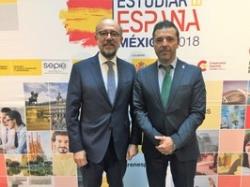 """La Universidad de Extremadura (UEx) ha presentado su oferta académica en la II Edición de la Feria Educativa """"Estudiar en España""""."""