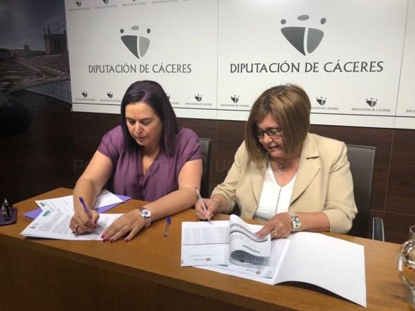La Junta y la Diputación de Cáceres firman un convenio de coordinación de competencias propias en materia de incendios.