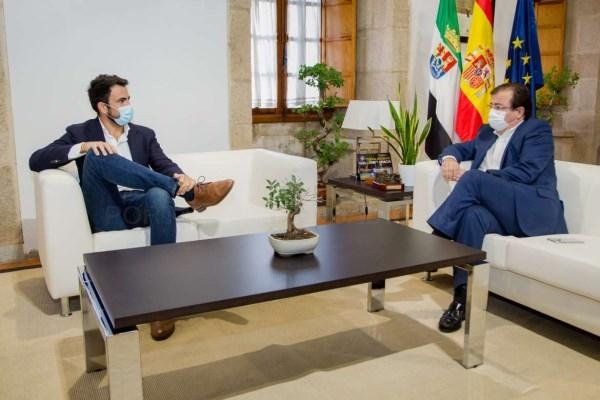El presidente de la Junta de Extremadura recibe al portavoz del Grupo Parlamentario Ciudadanos