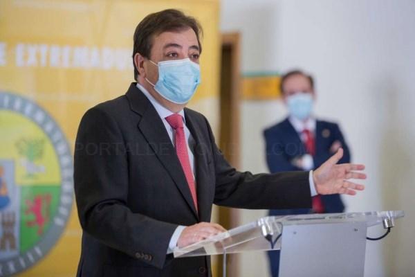 Fernández Vara destaca la labor de servicio a la sociedad del Consejo Social de la Universidad
