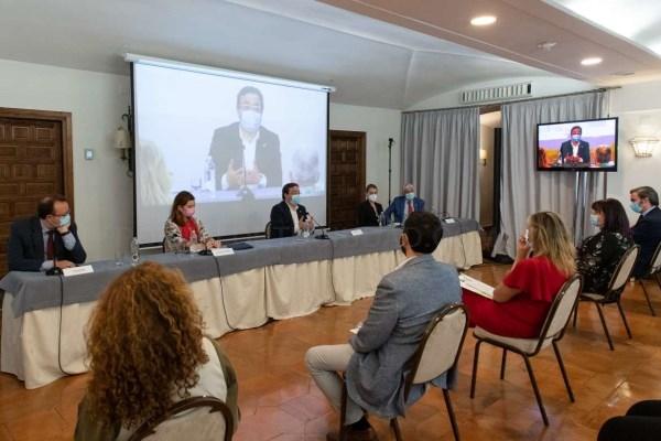 Fernández Vara manifiesta su confianza en que la nueva PAC permita el mantenimiento y sostenimiento del sector del Tabaco