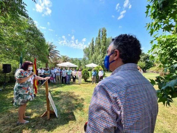 Begoña García entrega a Roberto Brasero el Premio a la Excelencia Picota del Jerte 2021