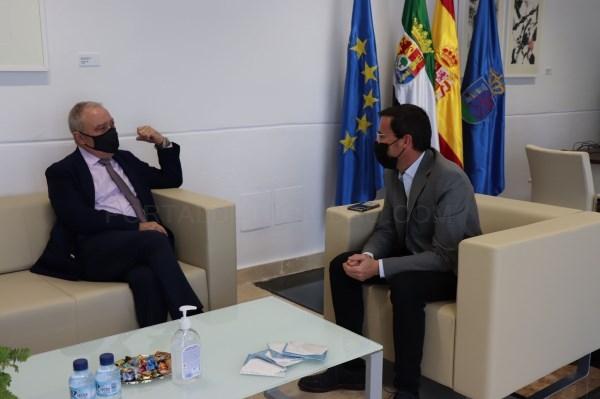 El presidente de la Diputación de Badajoz se reúne con el presidente de la Diputación de Huesca