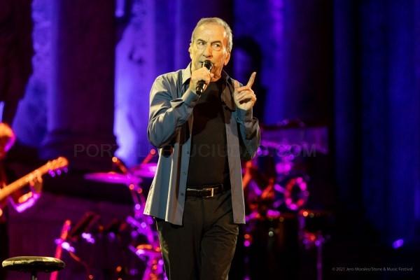Perales desparrama cincuenta años de música y poesía en el Stone & Music Festival