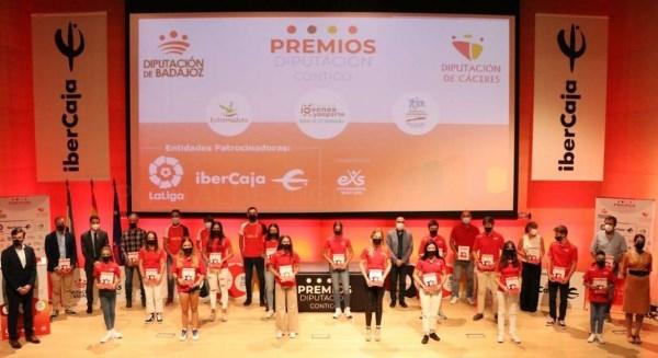 La consejera Nuria Flores valora el esfuerzo de los jóvenes deportistas para compaginar su carrera con la formación académica