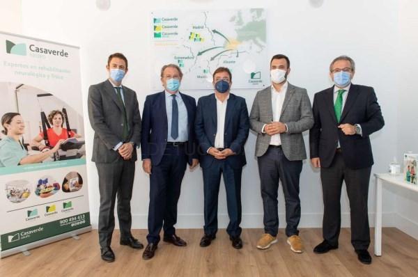 El presidente de la Junta de Extremadura resalta el papel de la medicina preventiva y de la rehabilitación en la inauguración de la nueva clínica del