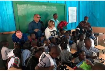 Niños y niñas de la comunidad haitiana de Los Algodones ya tienen escuela con ayuda de las diputaciones extremeñas y Aexcid.